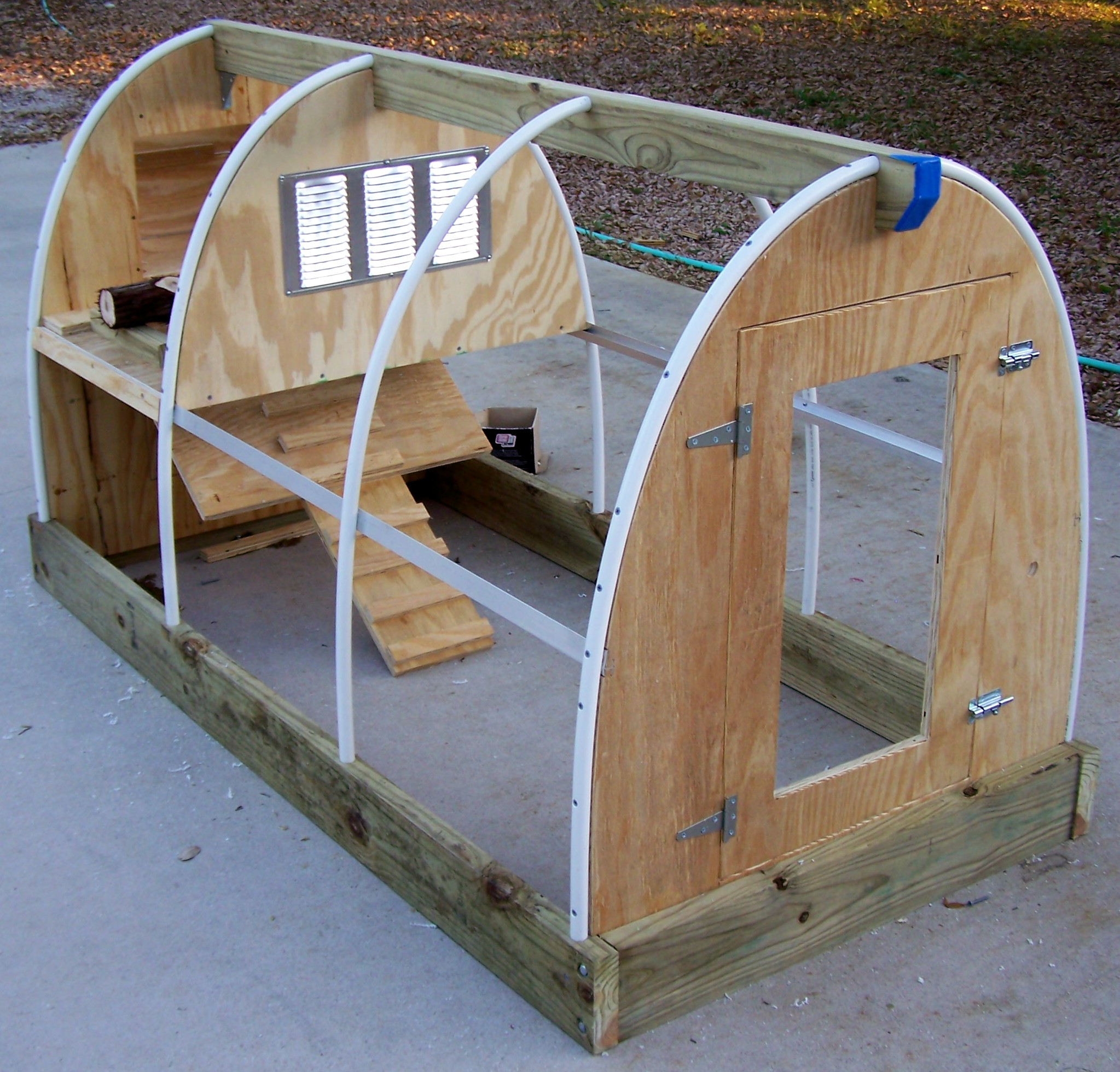 Mina pvc chicken coop plans for Poultry house plans for 100 chickens